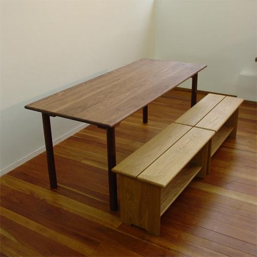 ダイニングテーブルとベンチ